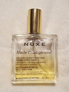 強い香りが苦手な方は、香水の代わりにオイルを。体にも顔にも髪にも使える万能オイルをご紹介